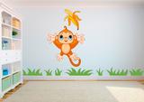 Baby aap vangt banaan muursticker_