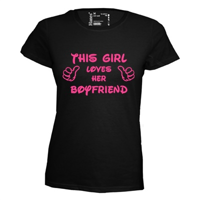 This girl loves her boyfriend. Dames T-shirt in div. kleuren. XS t/m 3XL
