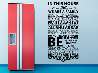 In this house we are family. Arabisch muursticker