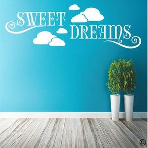 Sweet dreams in de wolken. Muursticker