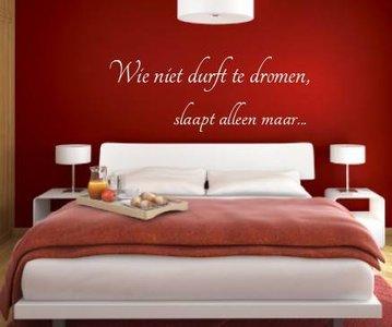 Wie niet durft te dromen, slaapt alleen maar. Muursticker